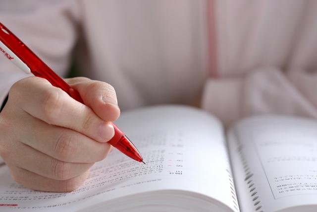 「どうせ自分なんて」の思考が始まってしまったので、考えたことに赤ペンを入れて認知行動療法もどきをやってみた